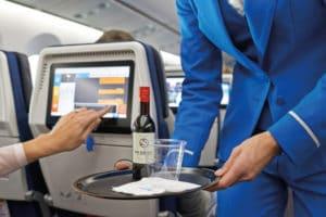 Можно ли провозить открытый алкоголь в багаже в самолете